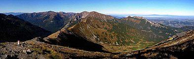 1571x480, 93k (2011-12-26 10:19)<br/> Ondro Budzák, 01.10.2011, <br/>   Pohľad z Kasprovho vrchu (1987m) na hrebeň Červených vrchov, ktoré sú spolu s Belianskymi Tatrami najvýznamnejšou vysokohorskou krasovou oblasťou na Slovensku i v Poľsku.