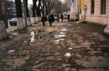 Rozbitý chodník takmer pri Prezidentskom paláci (hamba alebo nie ?) ...